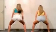 Sexy twerk with firend in room
